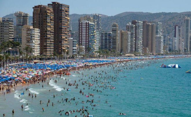 """สำนักอุตุนิยมวิทยาสเปนประกาศเตือนภัยสภาพอากาศร้อนจะ """"รุนแรงมาก"""" ไปจนถึงวันอาทิตย์นี้"""
