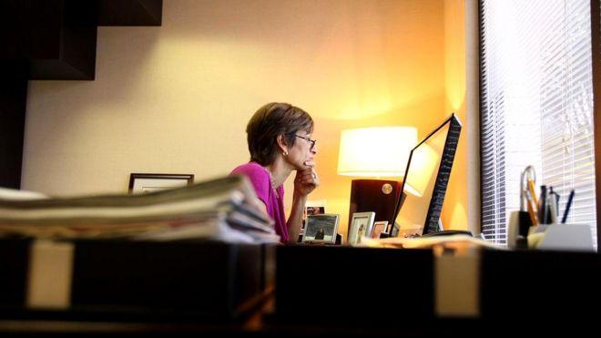 Мы так часто пользуемся электронной почтой на работе, что она стала у нас ассоциироваться с офисом и рутиной