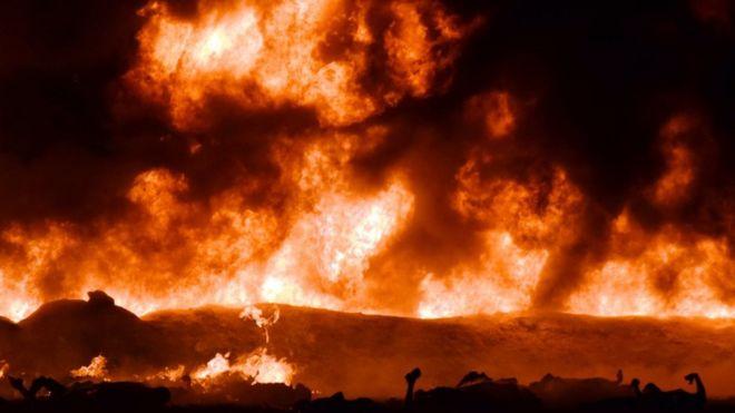 Десятки людей погибли при взрыве трубопровода в Мексике