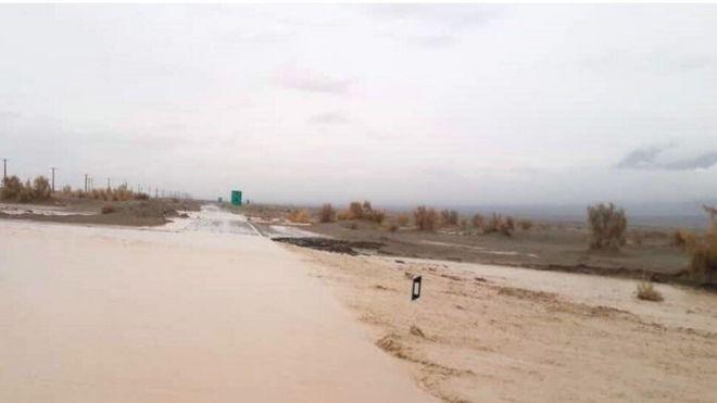 سیل پنج مسیر در سیستان و بلوچستان را مسدود کرد