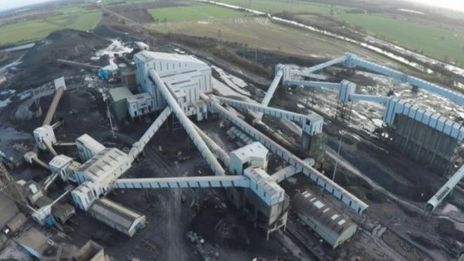 Kellingley mining machines buried in last deep pit - BBC News