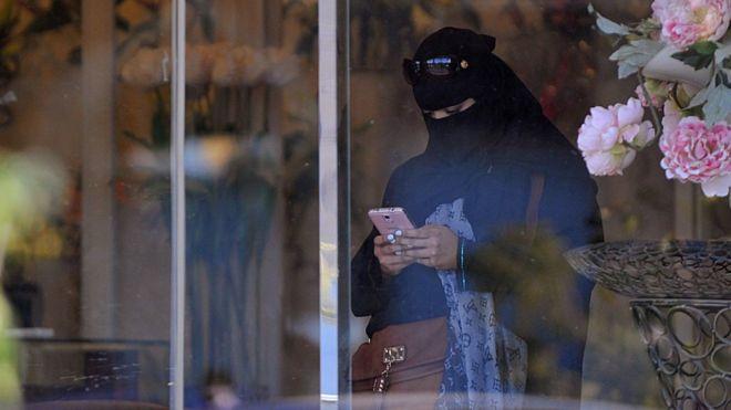 Suudi Arabistan sosyal medyadaki 'terör bağlantılı' mesajların ihbar edilmesini istedi