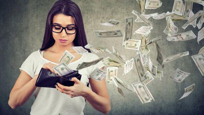 Dinero volando de una cartera