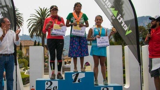 c136f990b16 Mexican Tarahumara woman wins 50km race wearing sandals - BBC News