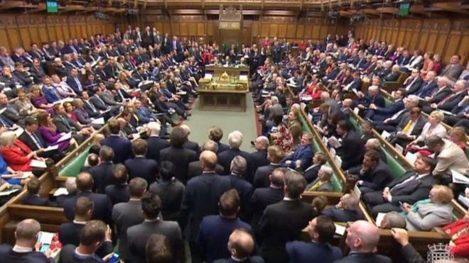 英国议会批准首相6月8日提前大选决定