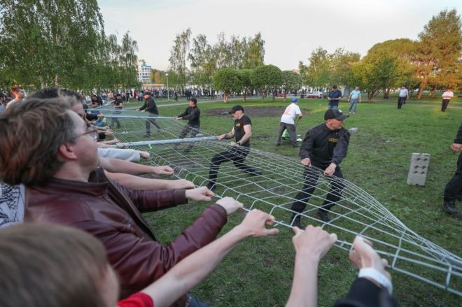 Activists storm Yekaterinburg Russia park in protest against new