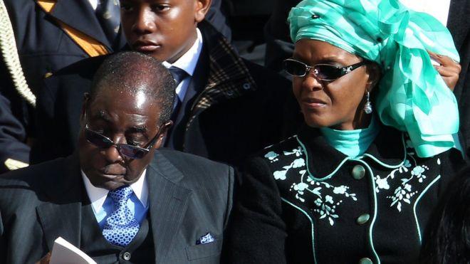 رابرت موگابه در کنار همسرش گریس