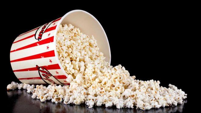 Большой стакан попкорна (примерно 250 г), который мы берем с собой в кинозал, может содержать примерно 5 г соли - почти дневную ее дозу, рекомендуемую специалистами