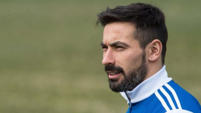 Footballer ezequiel lavezzi apologises over racist photo bbc news argentinian football player ezequiel lavezzi arrives at a training session of the argentinian national team at voltagebd Images