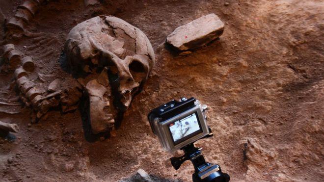 Esqueleto em sítio arqueológico