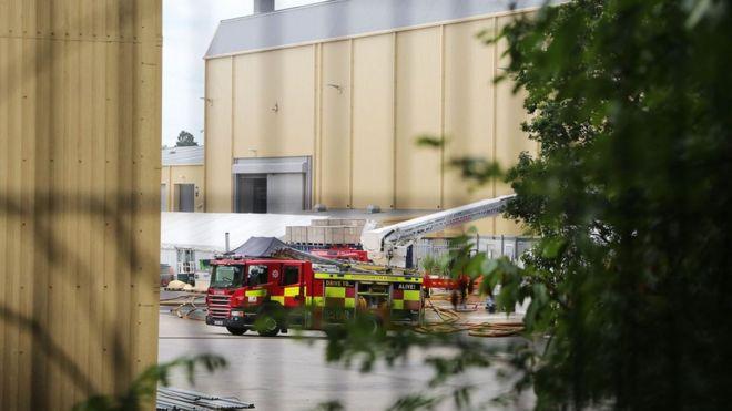 Warner Bros Studios fire: Crews tackle blaze for 15 hours - BBC News
