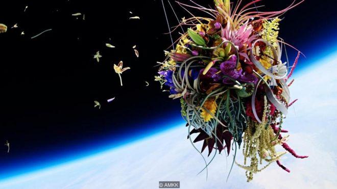 Những tác phẩm nghệ thuật trôi trong vũ trụ