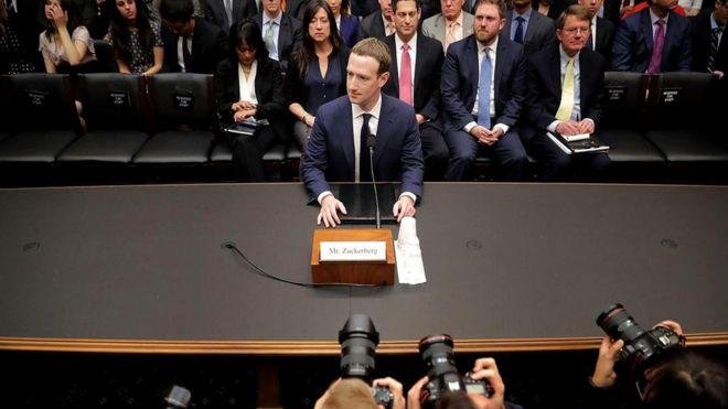 """Марк Цукерберг дает показания перед Конгрессом в Вашингтоне. Личные данные 87 млн пользователей """"Фейсбука"""" стали доступны фирме, которую связывали с избирательной кампанией Трампа"""