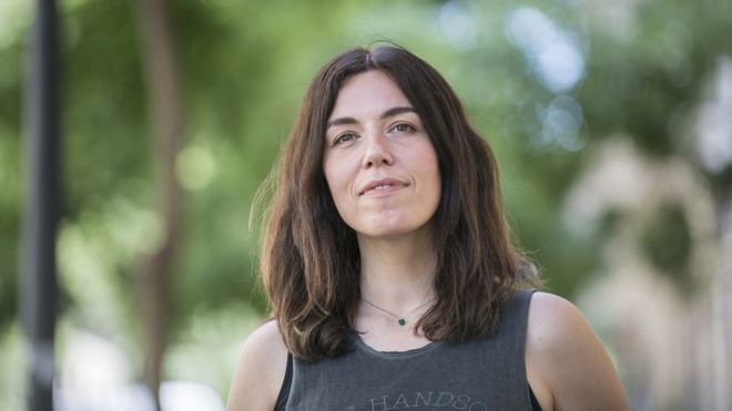 """Marta Peirano y la economía de la atención: """"Somos menos felices y menos productivos que nunca porque somos adictos"""""""