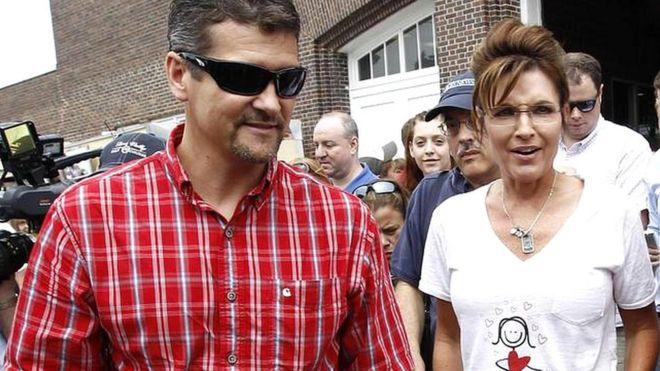 Sarah Palin's husband 'files for divorce' - BBC News