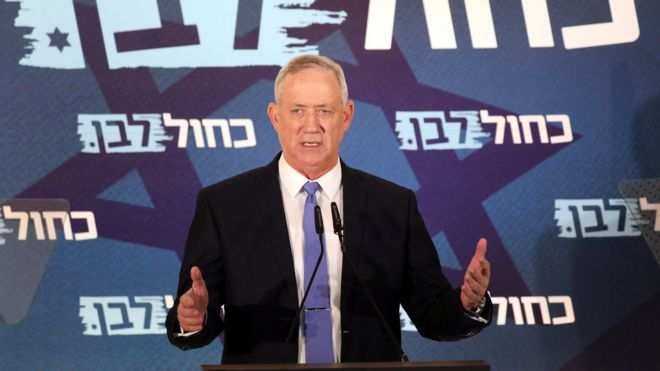 Benny Gantz speaks to journalists in Tel Aviv (20 November 2019)