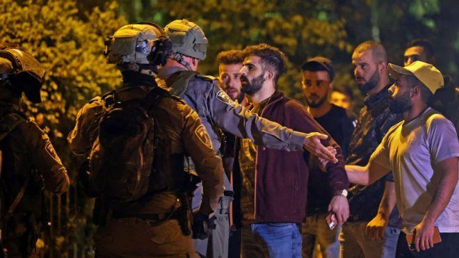 إصابة أكثر من 200 فلسطيني في اشتباكات في القدس