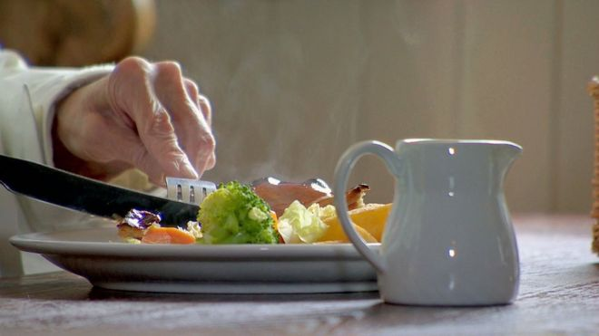 Restaurants urged to serve us less food - BBC News