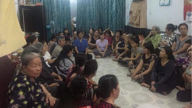 Hơn 100 người dân Vườn rau Lộc Hưng tụ tập tối 14/2
