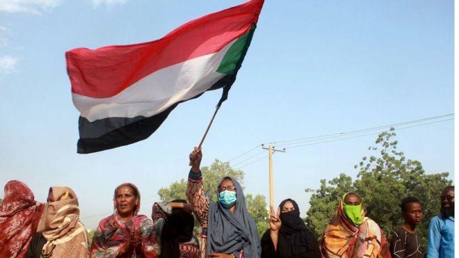 متظاهرات في السودان