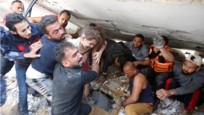 اننتشار جثث من تحت الانقاض في غزة