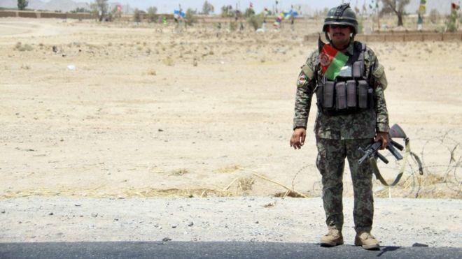 مهاجمان انتحاری پایگاه ارتش در جنوب افغانستان را نابود کردند