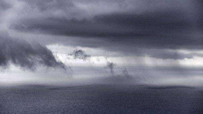 Для моряка дождь может быть неприятен, но для того, кто пытается выжить в открытом море он - спасение