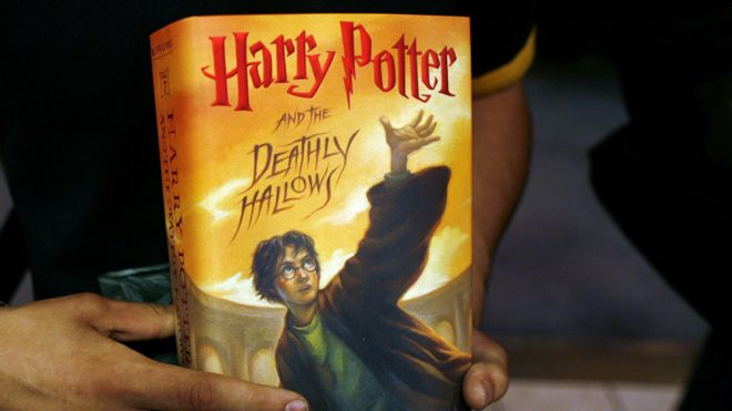 Harry Potter books burned by Polish priests alarmed by magic - BBC News