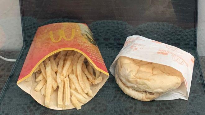 Hələ də çürüməyən 10 yaşlı McDonald's burgeri