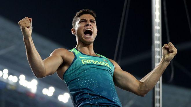 Thiago Braz comemora ao superar 6,03 metros no salto com vara - marca que lhe garantiu ouro