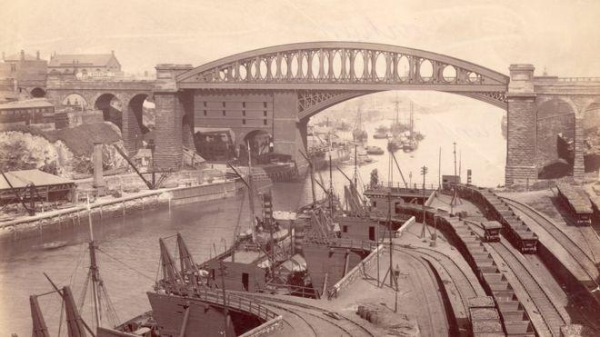 Мост Сандерленд и Ламбтон упали на реку Уир, около 1880 года.
