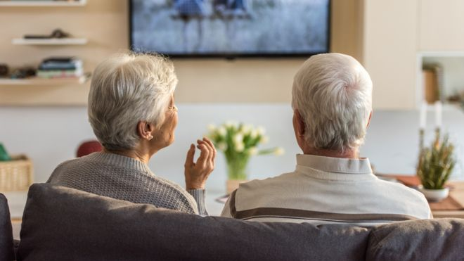 """old people watching tv""的图片搜索结果"
