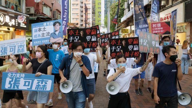 Manifestantes tomam rua em Hong Kong em protesto contra o governo da China