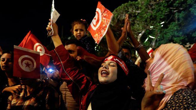Shacabka reer Tunisiya ayaa u dabaal-degaya guusha of Kais Saied in Tunisia's presidential run-off