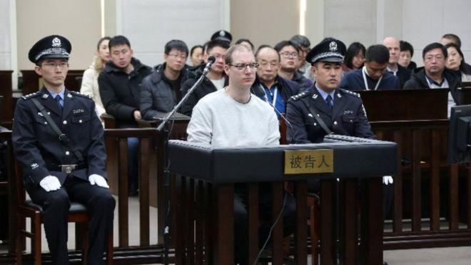 Robert Lloyd Schellenberg (centre) listens during his retrial in Dalian's court. Photo: 14 January 2019