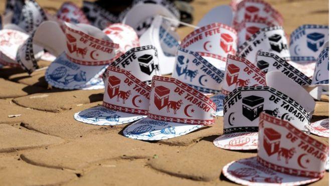 L'Aïd aussi appelé Tabaski dans plusieurs pays d'Afrique de l'Ouest et centrale est aussi l'occasion de vendre des articles liés à cette célébration.