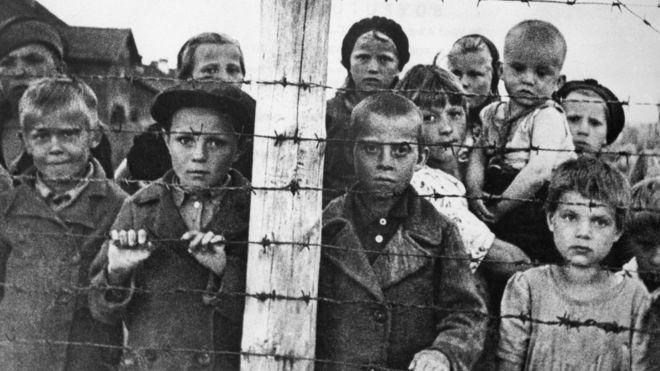 Menores judíos en Auschwitz - Diferencias comunismo y nazismo