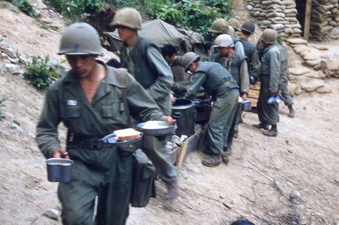 Soldados comiendo