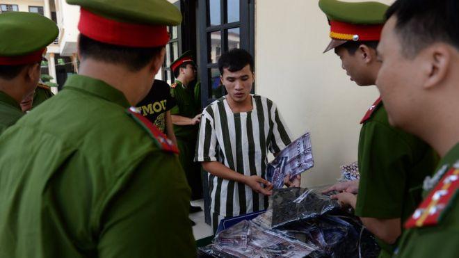 Các trại giam dành cho người thi hành án phạt tù, trại tạm giam dành cho người đang bị điều tra truy tố xét xử vẫn do Bộ Công an quản lý.