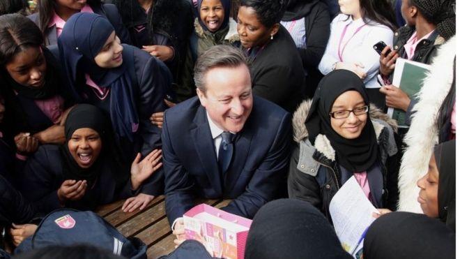 Дэвид Кэмерон посещает академическую школу в Лондоне на этой неделе