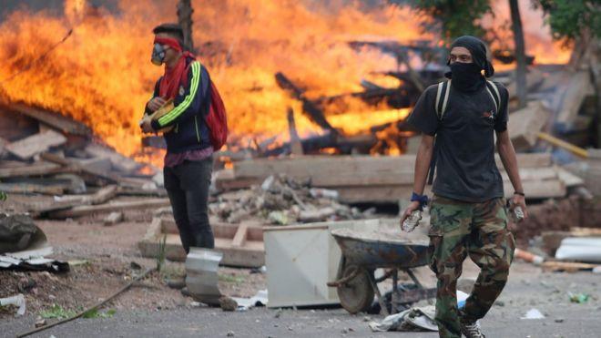 La demora en el anuncio de los resultados ha derivado en escenas de protestas y violencias