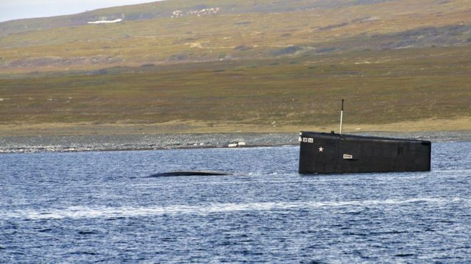 """Дизельная подлодка """"Владикавказ"""" во время учений по поиску и спасению аварийной подводной лодки на Северном флоте в июне 2019 года"""