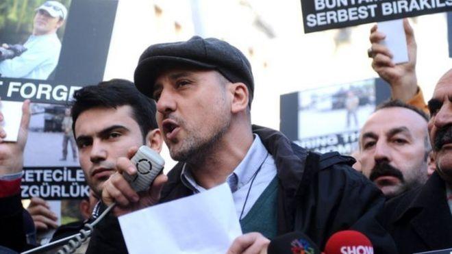 Gazeteci Ahmet şık Tutuklandı Bbc News Türkçe
