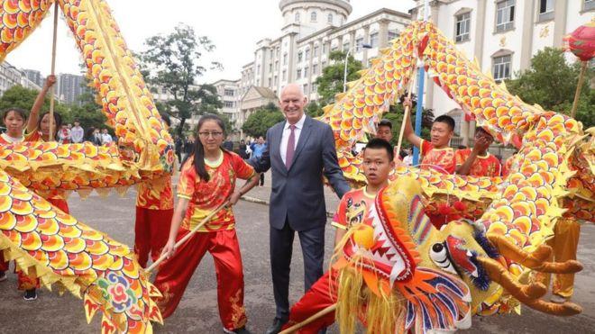 希臘前總理帕潘德里歐訪問雲南。