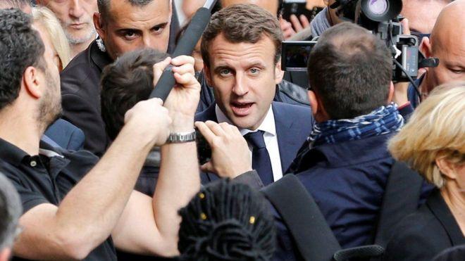 Mgombea wa urais nchini Ufaransa Emmanuel Macron amedai kwamba wadukuzi waliidukua kampeni yake