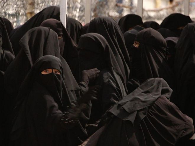 Women in black niqab at al-Hol camp