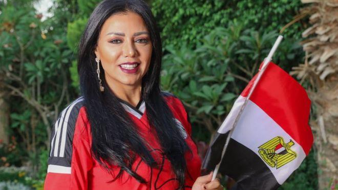 رانيا يوسف تنتقد ازدواج المعايير في قضية عمرو وردة مقارنة بأزمة فستانها