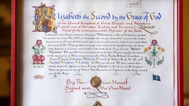 英國白金漢宮發佈了女王簽署的官方文件,同意哈里王子與美國女演員梅根·馬克爾(Meghan Markle)結婚。