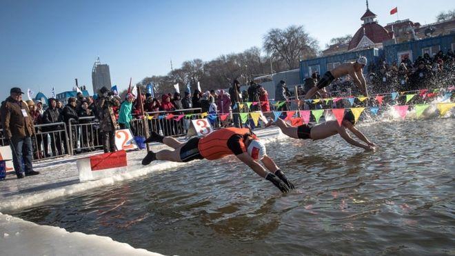 قرار است حتی مسابقی شنا در آب یخ هم برگزار شود که تاکنون ۳۰۰ نفر جرات کردهاند برای آن ثبت نام کنند