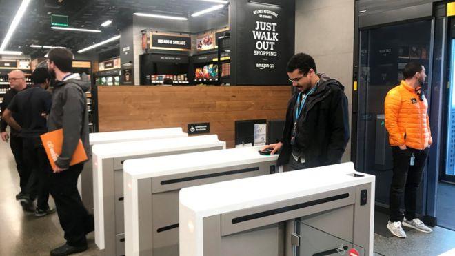 fa80fa4871c368 Amazon открыла первый супермаркет без касс и продавцов - BBC News ...